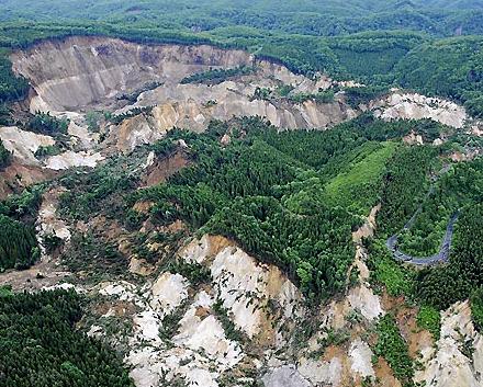 ダム誘発地震
